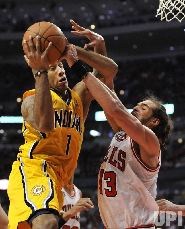 Bulls Noah fouls Pacers Jones in Chicago