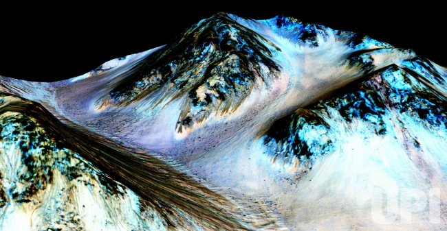 NASA Confirms Streaks On Mars Caused by Liquid Water