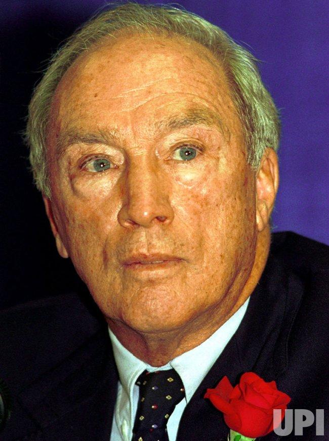 Former Canadian Prime Minister Pierre Trudeau dies