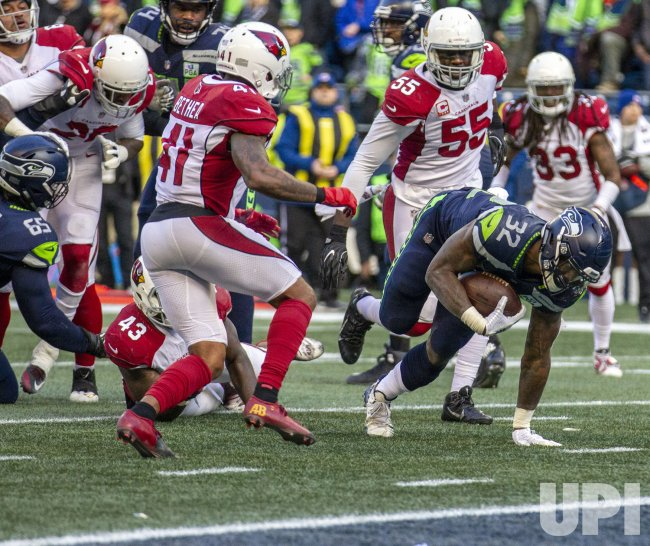 Seattle Seahawks lead the Cardinals 14-13 at halftime in Seattle