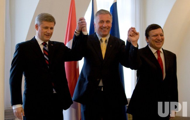 Canadian Prime Minister Harper visits Czech Republic