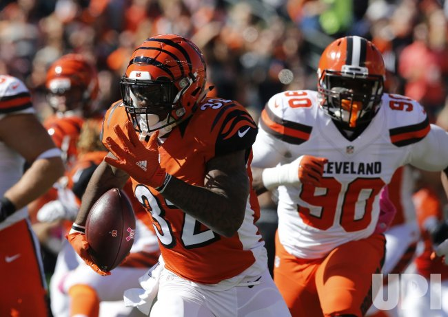 Bengals Jeremy Hill breaks free from Browns Emmanuel Ogbah