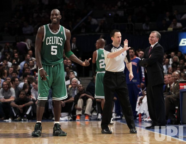 Nba Offical Kane Fitzgerald Calls A Technical Foul On Boston Celtics Kevin Garnett At Madison