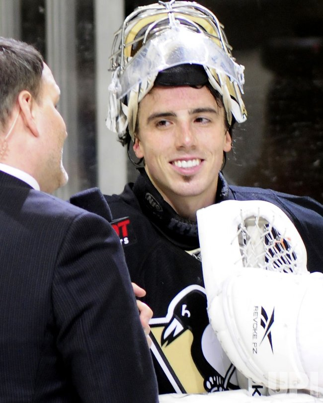 Pens Fleury Shutouts Lightning 3-0 in Pittsburgh