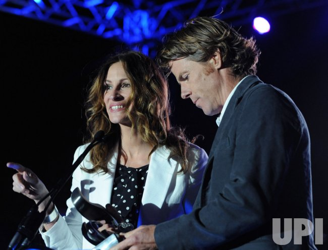 Julia Roberts and Danny Moder honored by Heal the Bay in Santa Monica, California