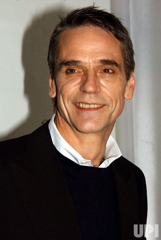 JEREMY IRONS ATTENDS THE NATIONAL BOARD OF REVIEW 2004 AWARDS GALA