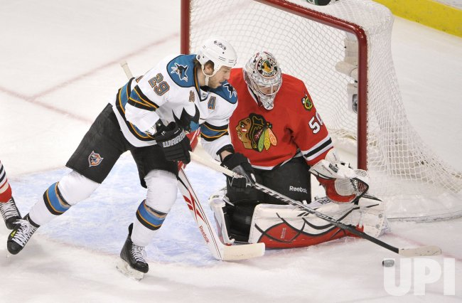 Sharks Clowe shoots on Blackhawks Crawford in Chicago