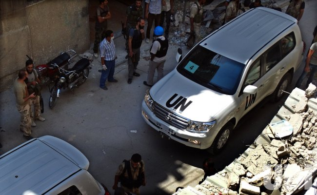UN Arms Experts Inspect the Site Where Rockets Fell in Damascus' Eastern Ghouta Suburb