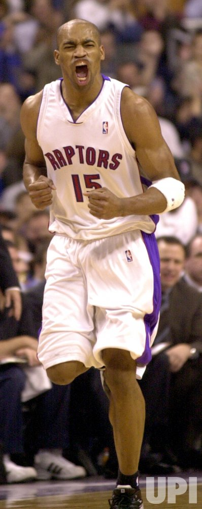 Vince Carter leads Toronto Raptors to win over New York Knicks