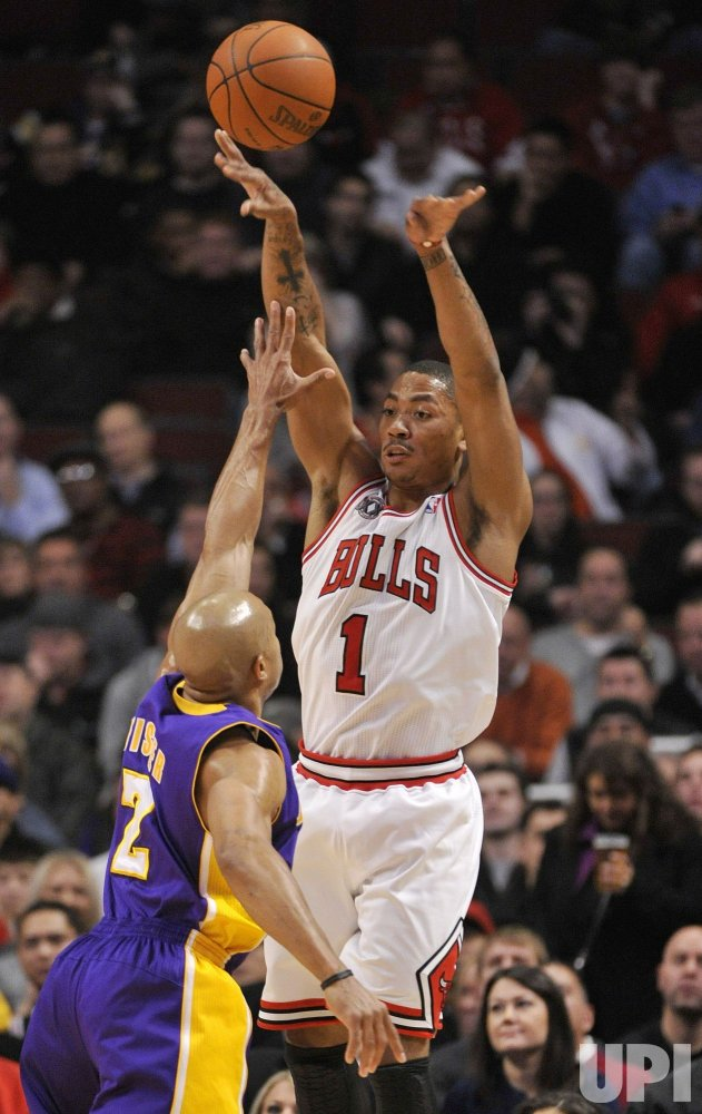 Bulls Rose passes over Lakers Fisher in Chicago