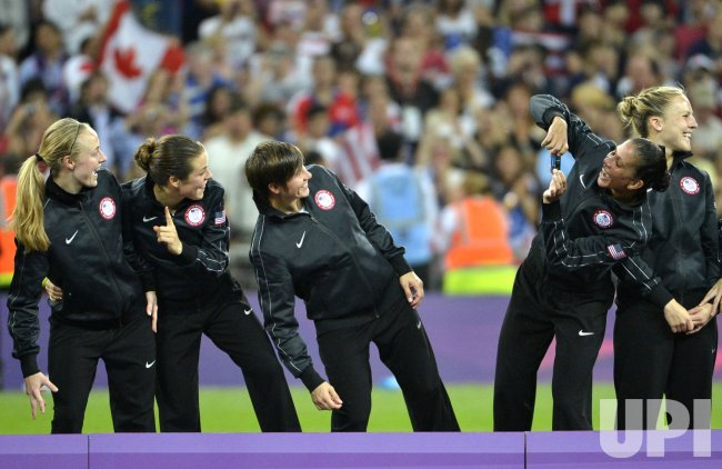 USA wins gold medal match vs Japan in women's soccer final at 2012 Summer Olympics in London
