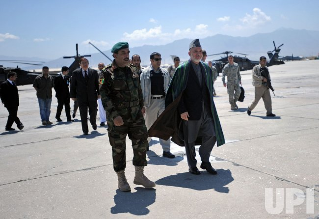 Afghan President Hamid Karzai talks to US soldiers in Bagram Airfield, Afghanistan