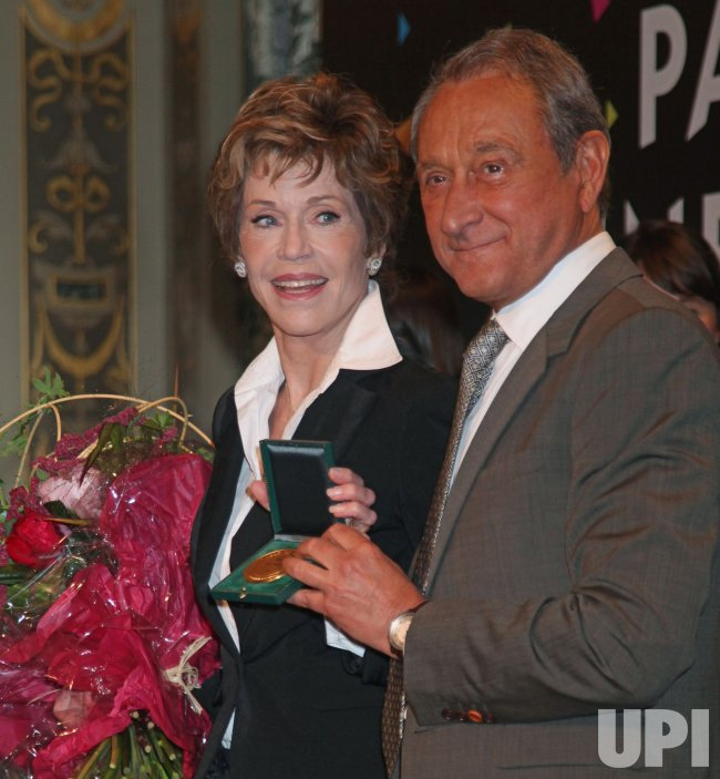 Jane Fonda receives Medal of the City of Paris