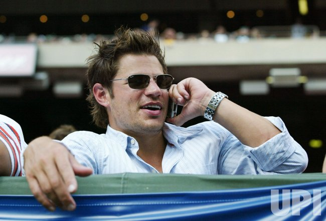 NICK LACHEY AT THE NEW YORK JETS GAME