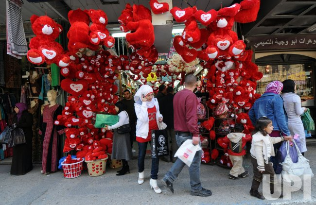 buy gifts for valentine