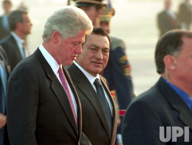 President Clinton meets with Egyptian President Hosni Mubarak