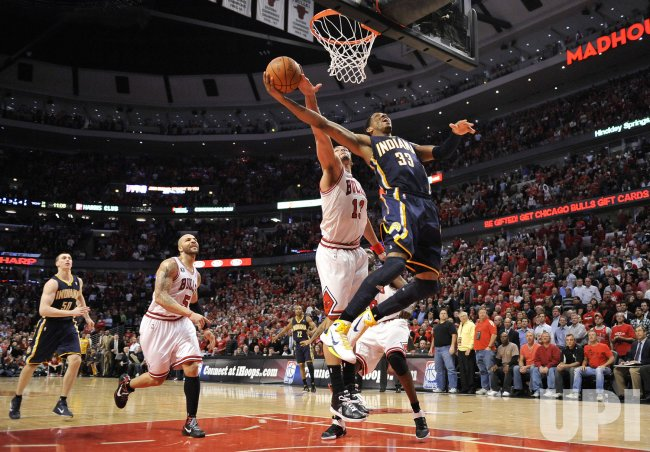 Bulls Noah fouls Pacers Granger in Chicago