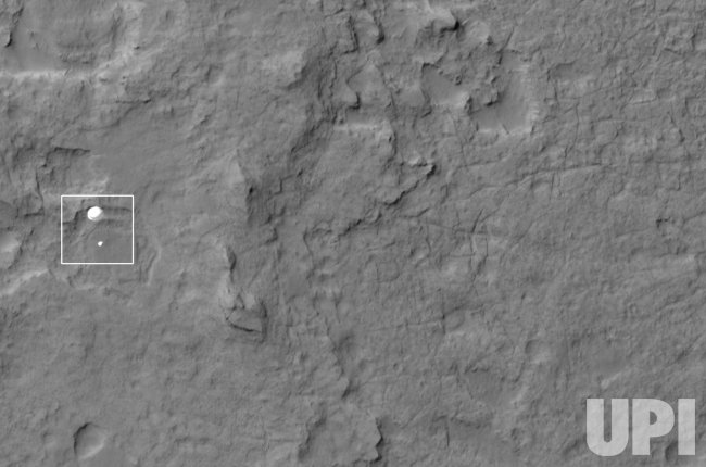 Rover Curiosity and parachute decends to surface of Mars