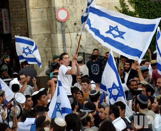 Right-Wing Israelis Take Part In The Flag Parade In East Jerusalem