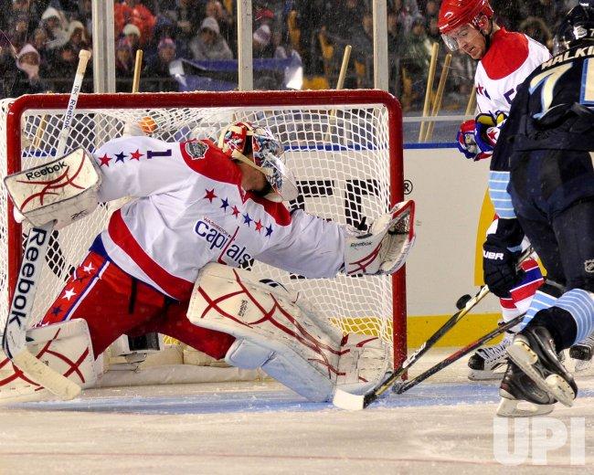 Goalie Varlamov Clears Malkin Shot at NHL Winter Classic in Pittsburgh