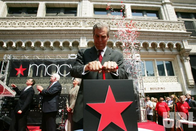 MACY'S DEPARTMENT STORES OPEN IN ST. LOUIS