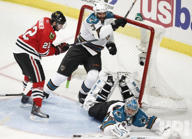 Sharks Nabokov, Wallin and Blackhawks Brouwer crash into net in Chicago
