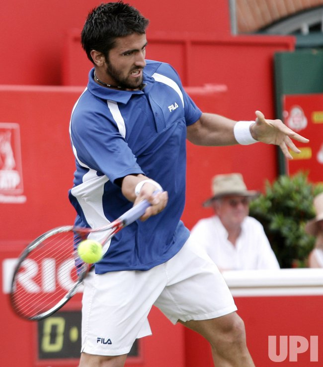 TIPSAREVIC PLAYS FOREHAND