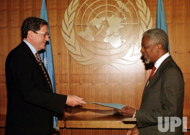 Richard Holbrooke officially becomes U.S. Ambassador to United Nations