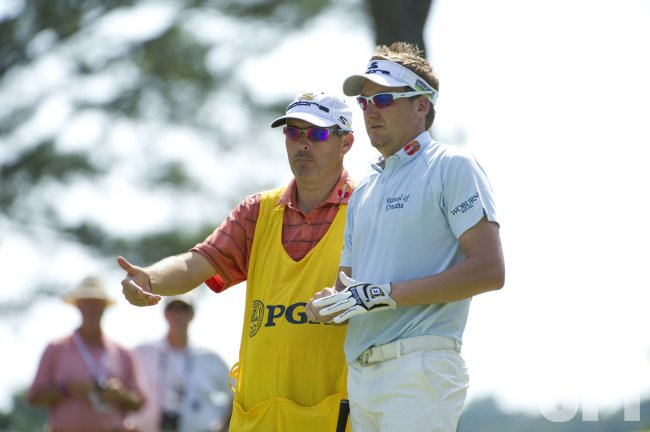 Poulter talks to Mundy on 17th hole at 93rd PGA Championship