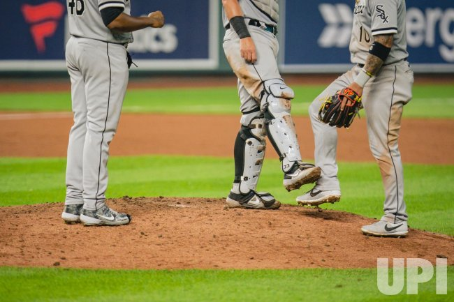 White Sox Yoan Moncada and James McCann Celebrate the Victory by Clicking Feet