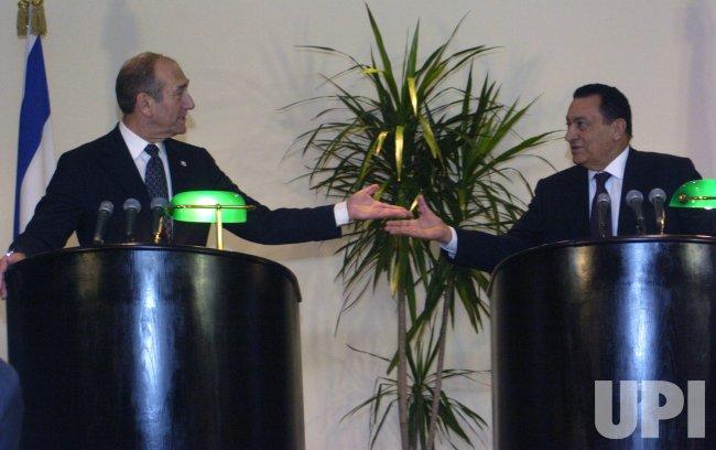 ISRAELI PRIME MINISTER EHUD OLMERT MEETS EGYPTIAN PRESIDENT HOSNI MUBARAK