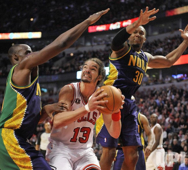 Bulls Noah looks to shoot against Hornets in Chicago