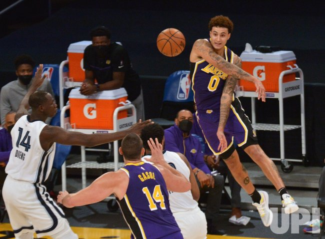 Lakers Sleep In, Then Wake Up With 115-105 Win Over the Grizzlies
