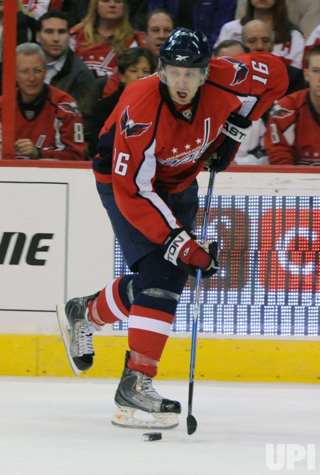 Capitals Fehr passes the puck against Red Wings in Washington
