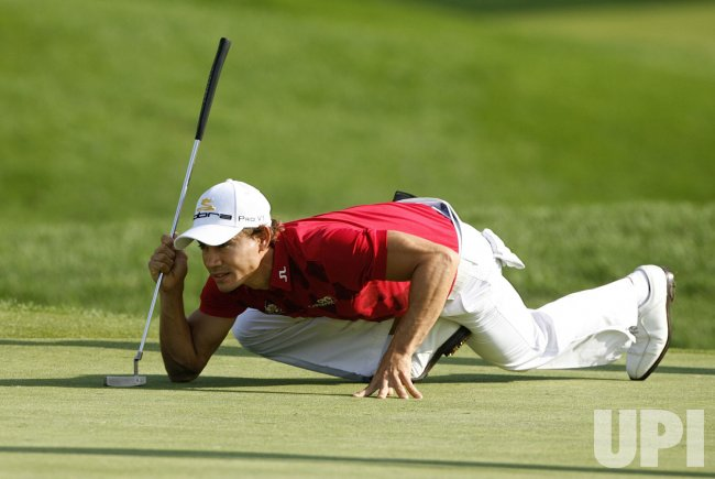 Camilo Villegas lines up his putt on the 11th green during the first round of the 91st PGA Championship in Chaska, Minnesota
