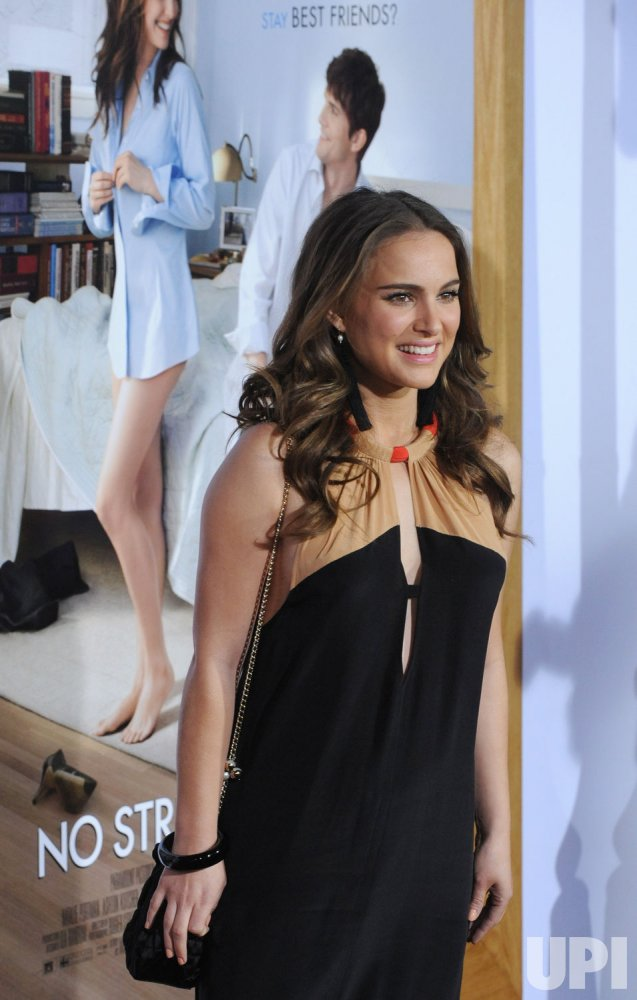 "Natalie Portman attends the ""No Strings Attached"" premiere in Los Angeles"