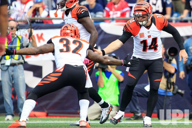 Bengals Dalton scores against Patriots