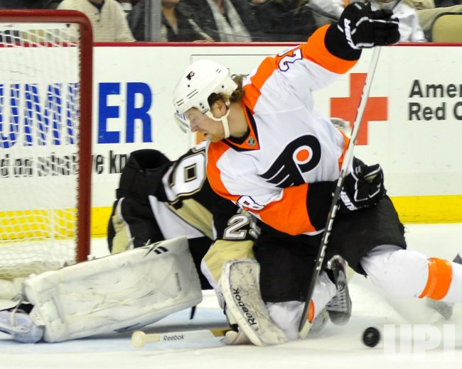 Pens Fleury Blocks Flyers Giroux Shot in Pittsburgh