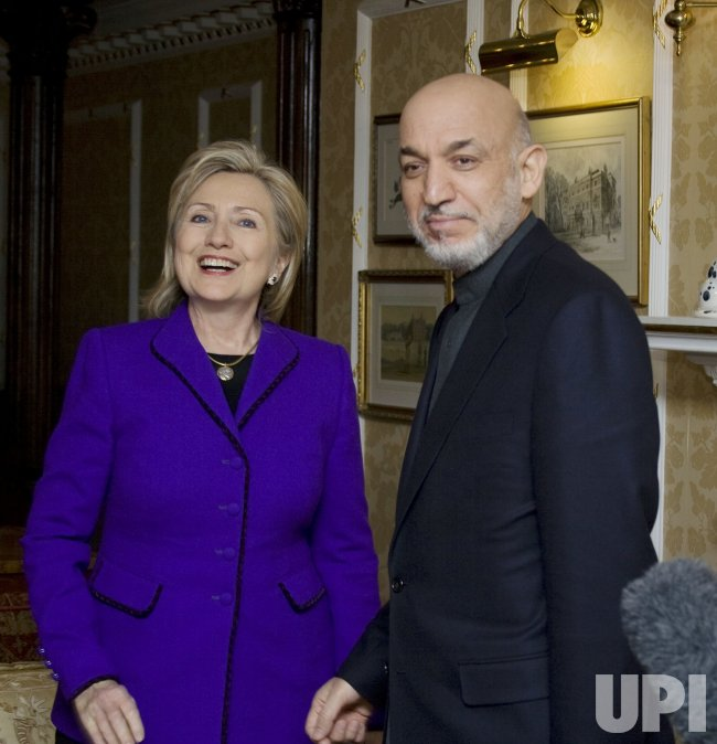 Sec. State Clinton meets Afghan President Karzai in London