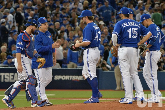 Blue Jays pitcher R.A. Dickey relieved in second inning