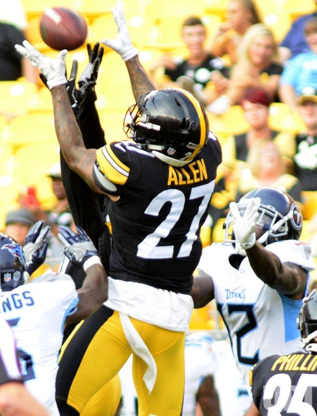 d0c08ca0c8b Steelers Marcus Allen Pulls in Interception Against Titans - UPI.com