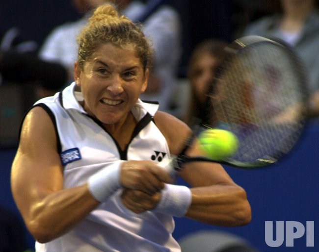 Monica Seles loses to Serena Williams in AT&T Cup semifinal