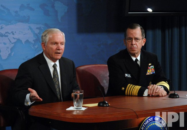 Gates, Mullen discuss policy at Pentagon