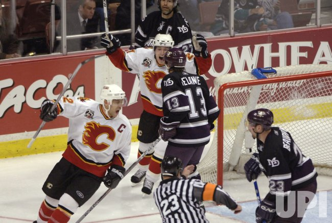 CALGARY FLAMES VS ANAHEIM MIGHTY DUCKS