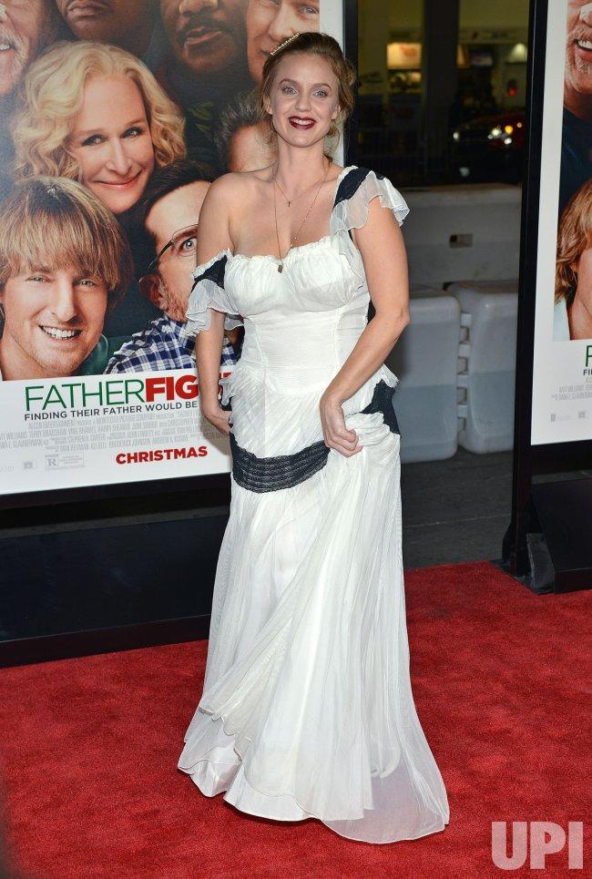 Kelli Garner attends 'Father Figures' premiere in Los Angeles