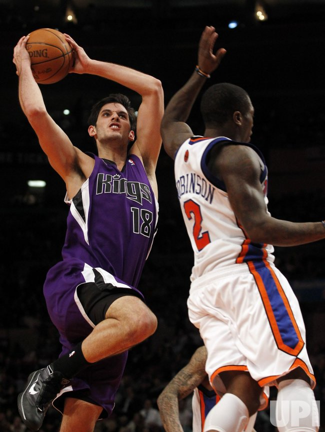 Sacramento Kings Omri Casspi drives past New York Knicks Nate Robinson at Madison Square Garden