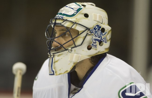 Canucks Goalie Luongo Watches Warm Ups in Denver