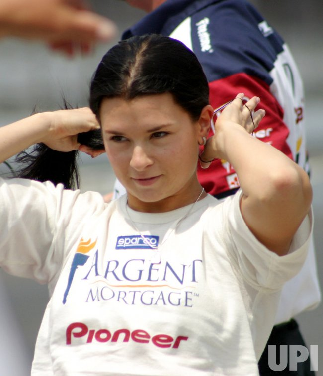 DANICA PATRICK TRIES TO QUALIFY FOR INDY 500