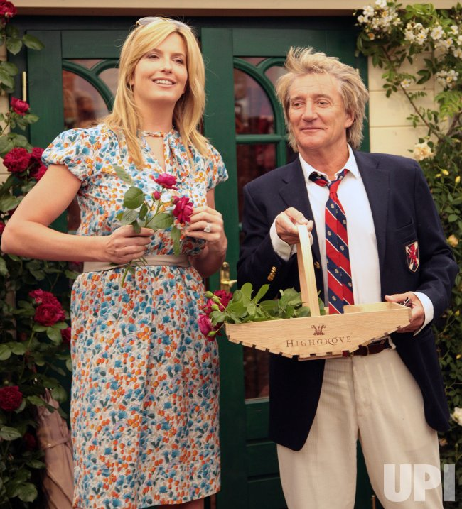 ROD STEWART AND PENNY LANCASTER AT CHELSEA FLOWER SHOW