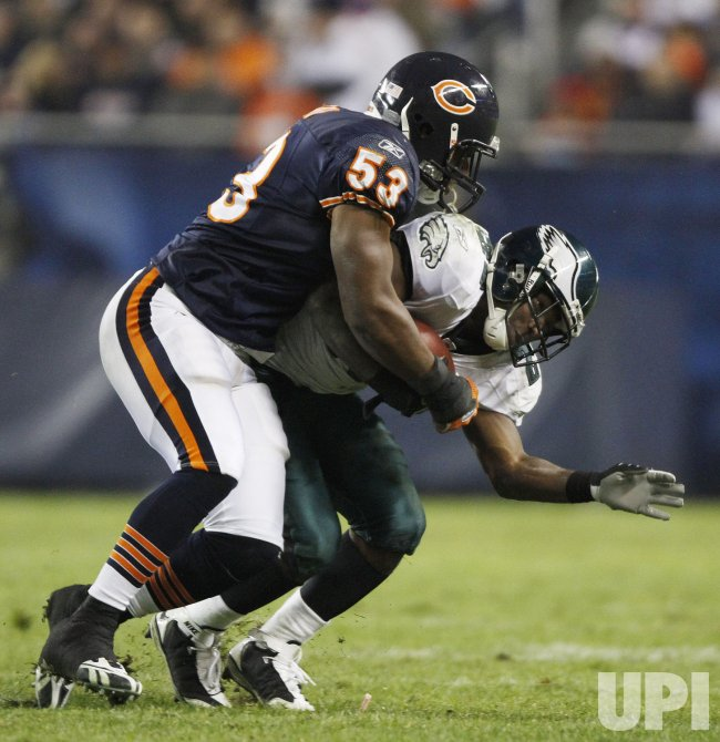 Bears' Roach tackles Eagles' McCoy in Chicago